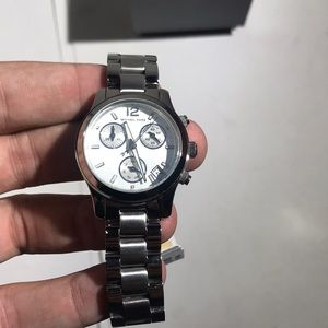 Michael Kors Accessories - Michael Kors MK5428 Woken's Watch (no battery)